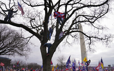 Supporters of US President Donald Trump participate in a rally in Washington, January 6, 2021. (AP Photo/John Minchillo, File)
