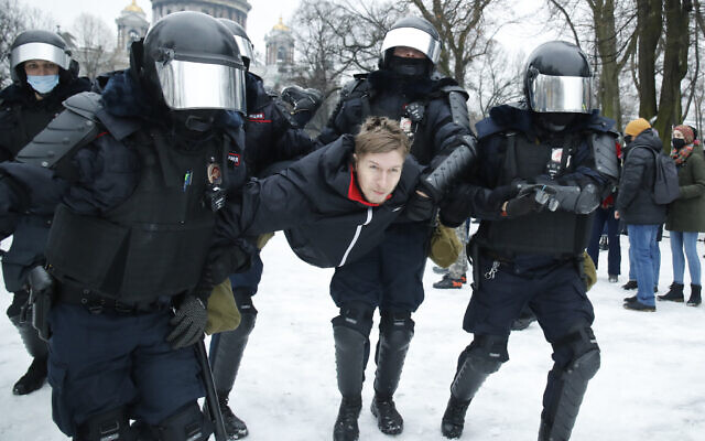 Police detain a man during a protest against the jailing of opposition leader Alexei Navalny in People gather in Saint Petersburg, Russia, January 23, 2021. (AP/Dmitri Lovetsky)