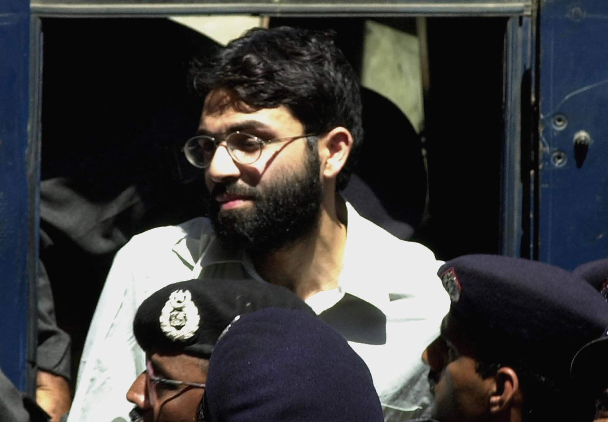 Daniel Pearl: Pakistan court acquits men accused of murder