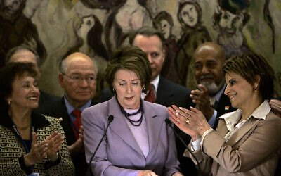 US Speaker of the House Nancy Pelosi, center, is applauded during her speech in the Chagall state hall at the Knesset in Jerusalem, May 19, 2008. (AP Photo/Tara Todras-Whitehill)