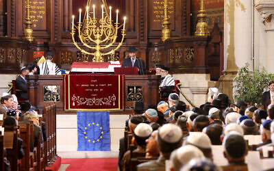 Illustrative: People attend a ceremony at the main synagogue of Brussels, June 4, 2008. (Geert Vanden Wijngaert/AP)