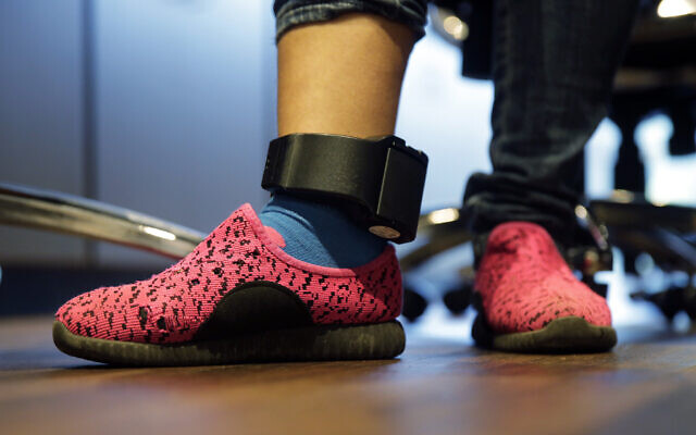 Illustrative: In this, July 23, 2018, file photo, Immigrant seeking asylum Ildra Medreano wears an ankle monitor at a Catholic Charities facility not long after she was reunited with her son in San Antonio. (AP/Eric Gay)
