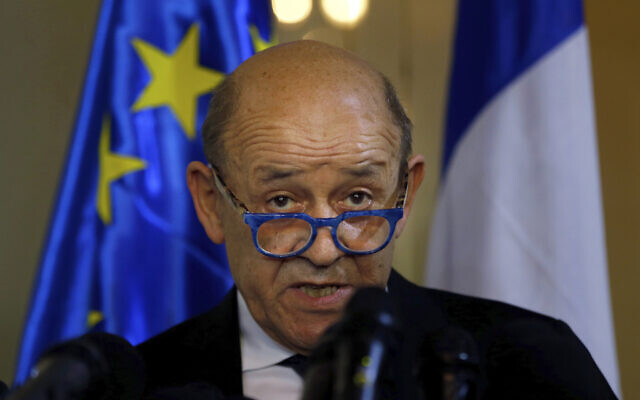 French Foreign Minister Jean-Yves Le Drian, and his Lebanese counterpart Nassif Hitti, hold a news conference following their meeting at the Lebanese foreign ministry in Beirut, Lebanon, July. 23, 2020. (AP Photo/Bilal Hussein)
