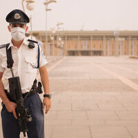 A member of the Knesset Guard stands at his position, with a face cover, at the Knesset in Jerusalem, on September 9, 2015. (Yaniv Nadav/Flash90/File)