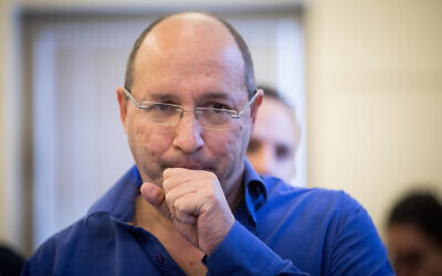 Then-Histadrut chairman Avi Nissenkorn at the National Labor Court in Jerusalem on December 5, 2017. (Yonatan Sindel/Flash90)