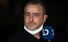 Right-wing journalist Shimon Riklin during a Channel 20 broadcast in Tel Aviv on October 15, 2020. (Gili Yaari /Flash90)