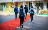 Illustrative: Israeli students arrive at a high school in the southern Israeli city of Ashdod, November 29, 2020. (Flash90)