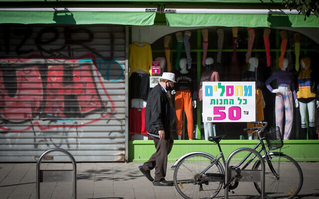 Closed shops on King George Street in Tel Aviv, during a nationwide lockdown, Israel's 3rd. December 29, 2020.  (Miriam Alster/Flash90)
