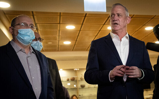 Defense Minister Benny Gantz and then Justice Minister Avi Nissenkorn visit the Jerusalem Municipality on November 10, 2020 (Yonatan Sindel/Flash90)