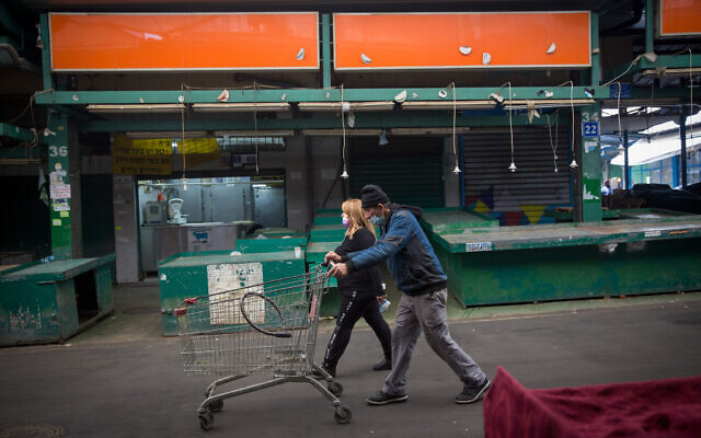The closed down Hatikvah Market, during a nationwide lockdown, on January 3, 2021. (Miriam Alster/Flash90)