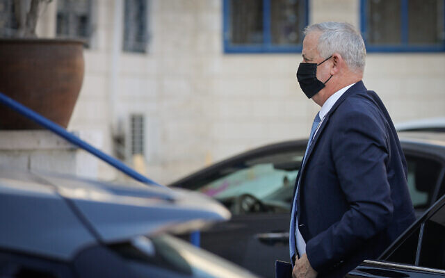 Defense and Justice Minister Benny Gantz arrives at the Justice Ministry, in Jerusalem, on January 4, 2021. (Olivier Fitoussi/Flash90)