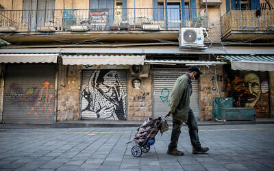 A man at the Mahane Yehuda market in Jerusalem on January 10, 2021, during a 3rd nationawide coronavirus lockdown. (Yonatan Sindel/Flash90)