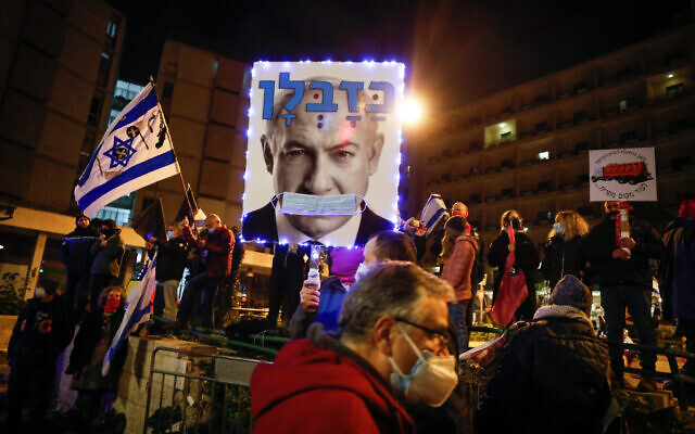 People protest against then-prime minister Benjamin Netanyahu outside his official residence in Jerusalem on January 16, 2021 (Olivier Fitoussi/Flash90)