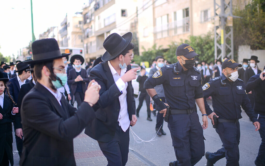 Police clash with Ultra orthodox rioters during a protest against the police enforcement of a lockdown orders due to the coronavirus, in the city of Bnei Brak, January 24, 2021. (Tomer Neuberg/Flash90)