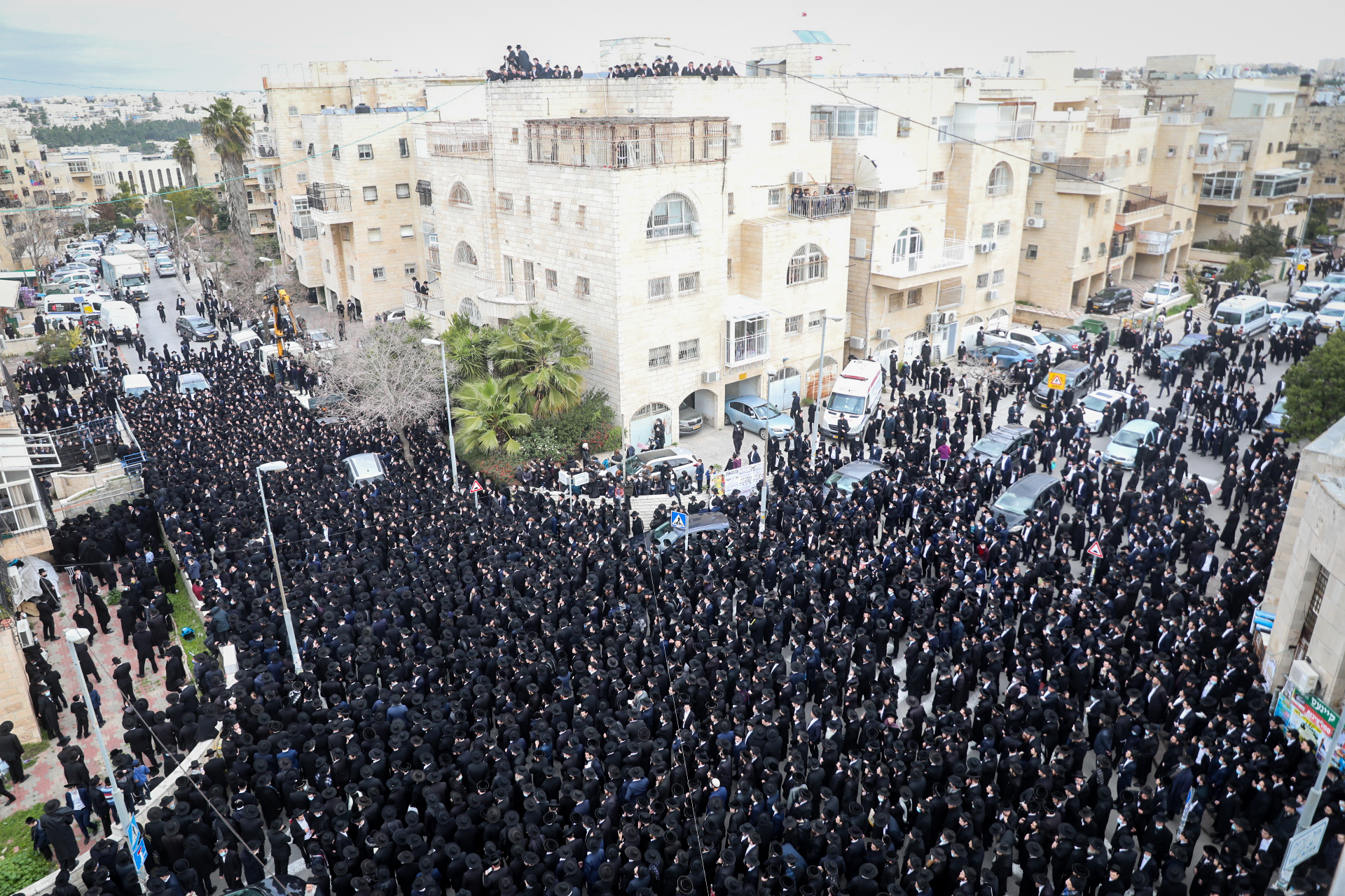 Ultra-Orthodox defy Israel lockdown for rabbi's funeral