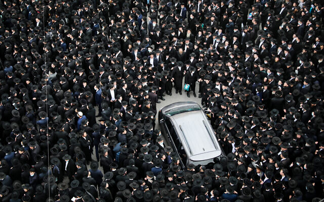 Thousands of ultra-Orthodox men attend the funeral of Rabbi Meshulam Dovid Soloveitchik in Jerusalem, January 31, 2021. (Yonatan Sindel/Flash90)