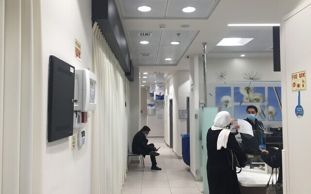 A relatively empty coronavirus vaccine dispenser in Beit Hanina, East Jerusalem, January 5, 2021 (Aaron Boxerman/The Times of Israel)