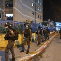 Police operate to enforce lockdown in Bnei Brak, January 21, 2020 (Israel Police)