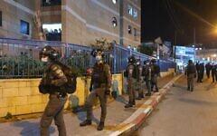 Police operate to enforce lockdown in Bnei Brak, January 21, 2020 (Israel Police)