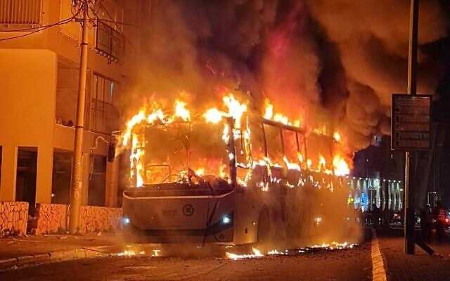 A bus set alight by a mob in the city of Bnei Brak, January 25, 2021. (Israel Police)