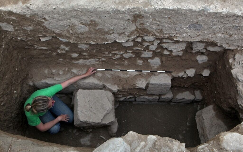Foundations of a 7th century mosque uncovered in Tiberias. (Hebrew University)