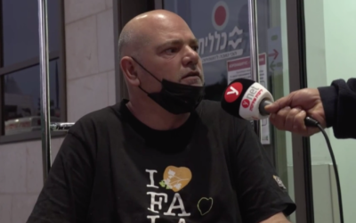 Falafel store owner Ilan Atlan speaks to reporters outside Beilinson Hospital on January 8, 2020. (Screen capture/Ynet)