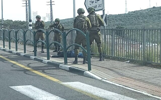 Israeli soldiers surround a Palestinian man suspected of trying to stab them in the northern West Bank on January 26, 2021. (Screen capture)