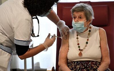 A nurse administers a dose of the Pfizer-BioNTech COVID-19 vaccine in Bobigny, a northeastern suburbs of Paris, France, December 30, 2020. (Stephane De Sakutin/AFP)