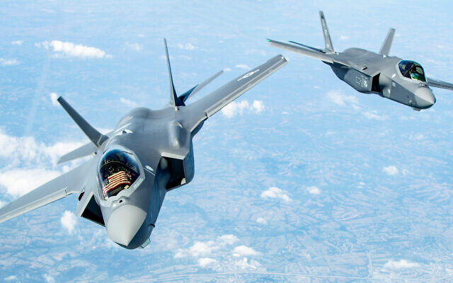 Two US F-35 Lightning II's bank after receiving fuel over the Midwestern United States, September 19, 2019. (US Air Force/Master Sgt. Ben Mota)