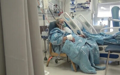 Yiffat Elimelech, a patient in intensive care in the coronavirus ward of Hadassah medical center in Jerusalem. (Screenshot/Channel 12)