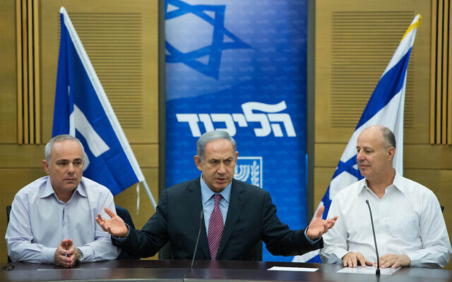 Prime Minister Benjamin Netanyahu, center, seen with Likud's Tzachi Hanegbi, right, and Yuval Steinitz, left during a Likud faction meeting at the Knesset, July 27, 2015. (Yonatan Sindel/Flash90)