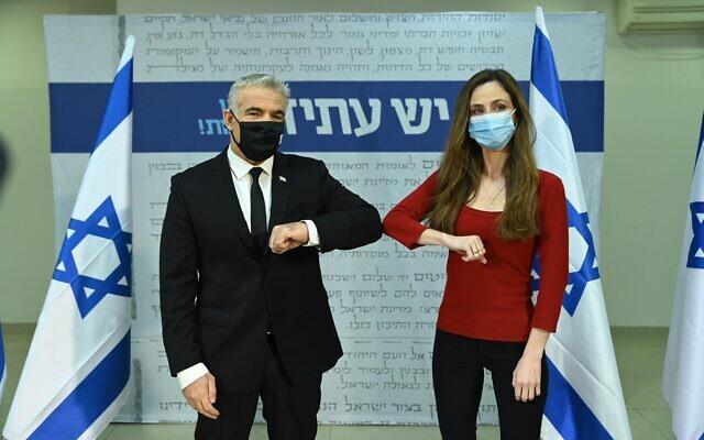Meirav Cohen with Yair Lapid as she joins Yesh Atid, January 5, 2021 (Elad Guttman)