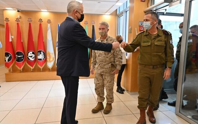 (L-R) Defense Minister Benny Gantz,  Commander of the United States Central Command General Kenneth F. McKenzie, Jr. and IDF Chief of General Staff Lt. Gen. Aviv Kohavi in Tel Aviv on January 29, 2021. (Ariel Hermoni/Defense Ministry)