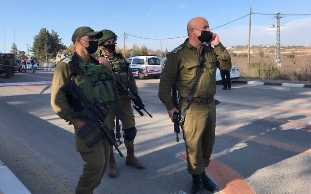 Israeli troops at the scene of a suspected attempted stabbing attack at the Gush Etzion Junction in the West Bank, January 5, 2021. (Israel Defense Forces)