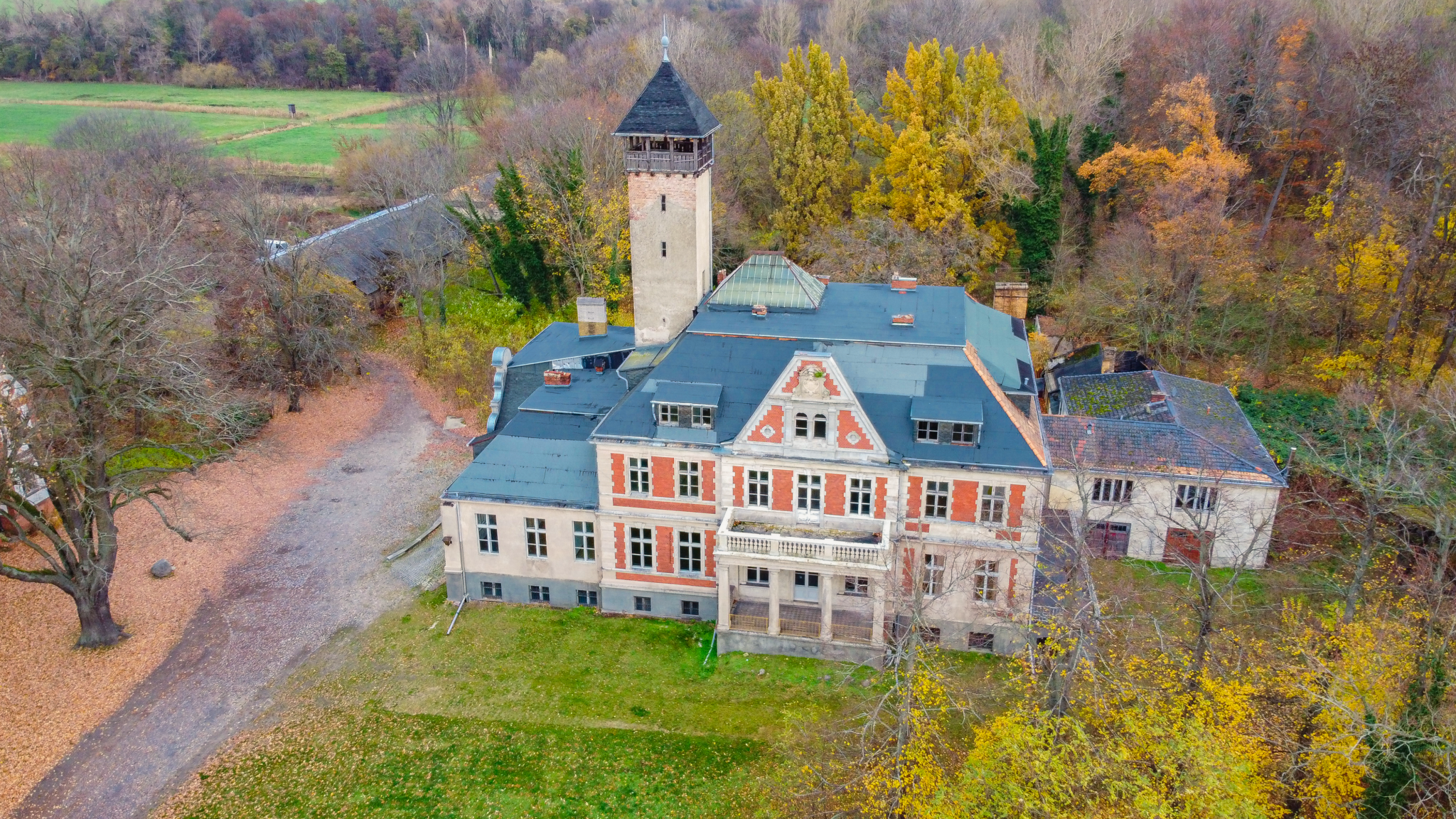 A location used for filming 'Queen's Gambit,' Schloss Schulzendorf in Germany, outside Berlin, November 2020. (courtesy: Felipe Tofani/Fotostrasse.com)