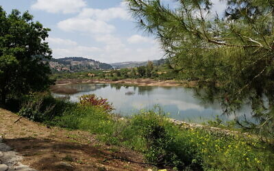 The lower trail at Beit Zayit. (Shmuel Bar-Am)