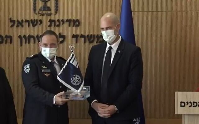 Police chief Kobi Shabtai (L) and Public Security Minister Amir Ohana, January 17, 2020 (Screen grab/Facebook)
