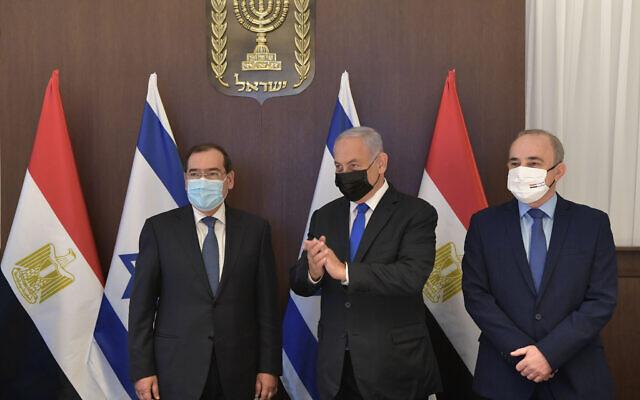 Prime Minister Benjamin Netanyahu, center, Egyptian Minister for Petroleum Tarek el-Molla, left, and Israel's Energey Minister Yuval Steinitz, in Jerusalem on February 21, 2021. (Kobi Gideon / GPO)