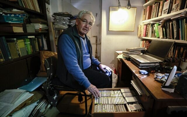 Israeli researcher Clinton Bailey shows his collection of audio tape recordings of interviews with members of the Bedouin community at his home in Jerusalem on January 25, 2021. - (MENAHEM KAHANA / AFP)