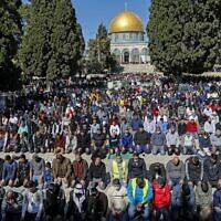 Palestinian Muslims resume praying outside the Dome of the Rock Mosque in Jerusalem's al-Aqsa mosques compound on February 12, 2021, following a 45-day pause due to COVID-19 restrictions. (AHMAD GHARABLI / AFP)