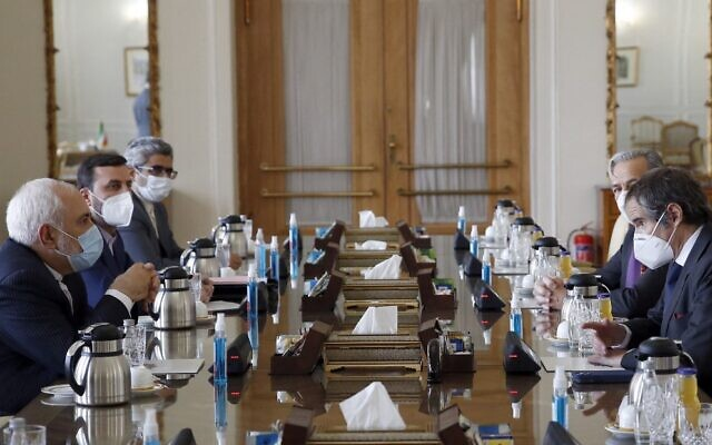 Iran' Foreign Minister Mohammad Javad Zarif (L) meets with the director general of the International Atomic Energy Agency (IAEA), Rafael Grossi (R), in Tehran on February 21, 2021 (AFP)