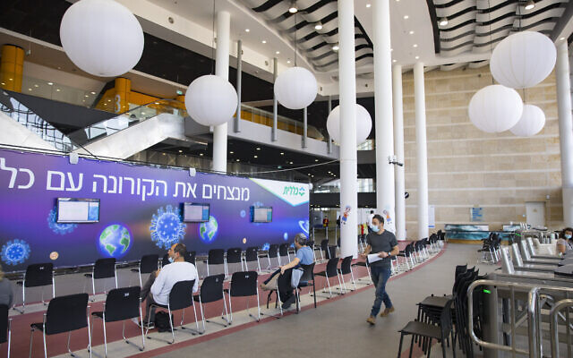 Jerusalem's near-deserted Arena COVID-19 vaccination center on February 8, 2021. (Olivier Fitoussi/Flash90)