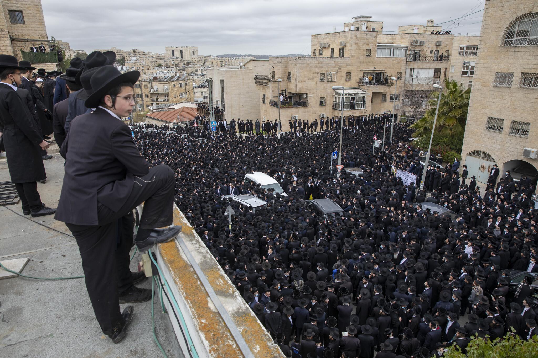 Israel extends lockdown, sees delay in COVID-19 turnaround