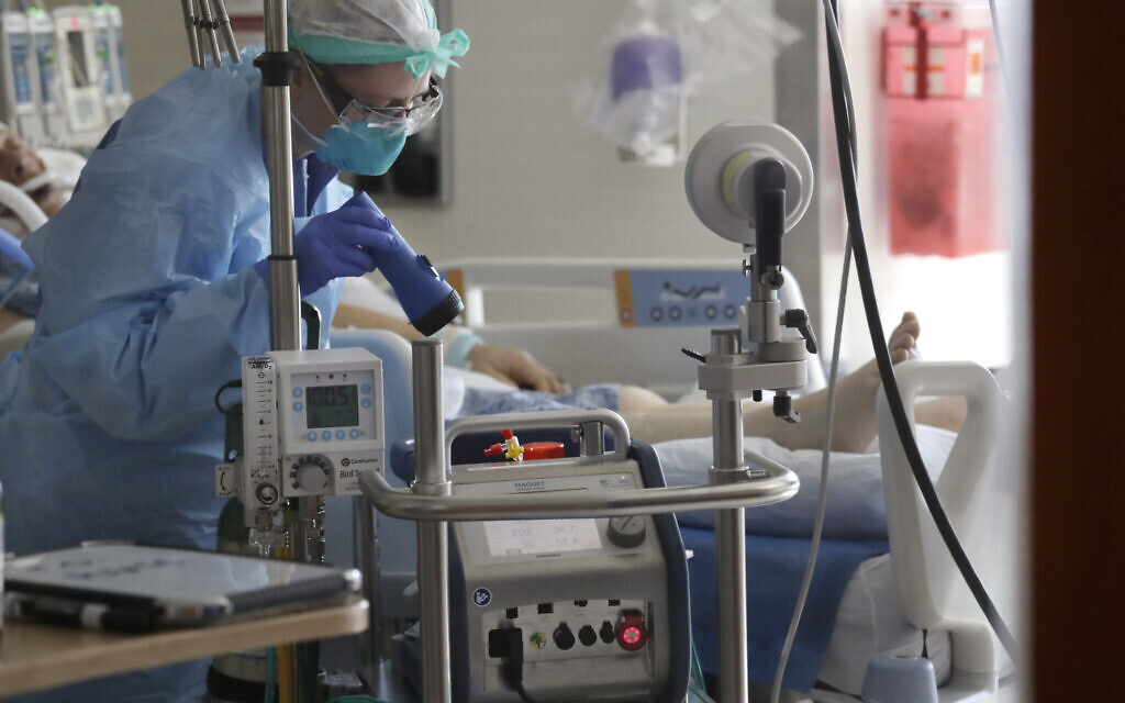 A nurse monitors an Extracorporeal Membrane Oxygenation (ECMO) machine connected to a patient in the COVID-19 Intensive Care Unit at Harborview Medical Center in Seattle, May 8, 2020. (Elaine Thompson/AP)