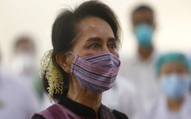 Myanmar leader Aung San Suu Kyi watches the vaccination of health workers at hospital Wednesday, Jan. 27, 2021, in Naypyitaw, Myanmar.  (AP Photo/Aung Shine Oo)