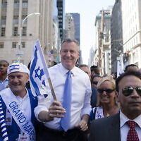 New York City Mayor Bill de Blasio, center, marches up Fifth avenue during the Celebrate Israel Parade, June 1, 2014, in New York. (AP Photo/John Minchillo)