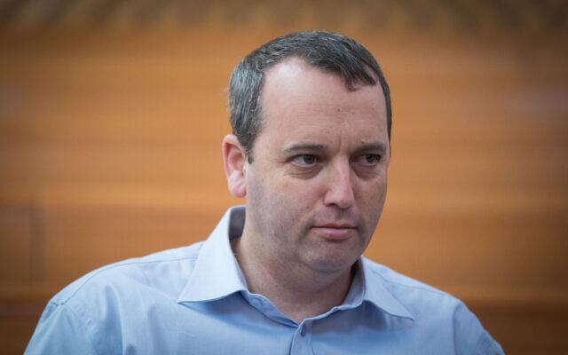Rabbi Gilad Kariv at the Supreme Court in Jerusalem before the start of a hearing about public transportation on Shabbat; September 11, 2017. (Yonatan Sindel/Flash90)