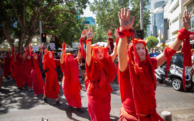 Activists take part at a protest march to demand immediate action on climate change, in Tel Aviv on September 27, 2019. (Flash90)