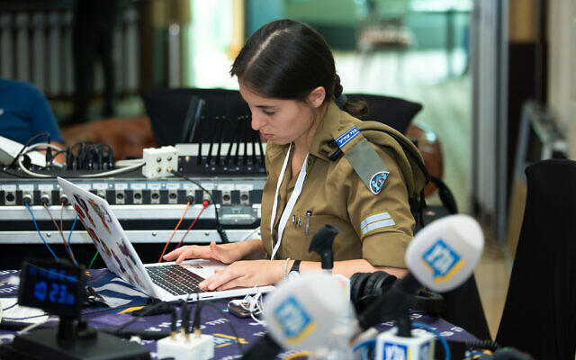 A soldier-reporters for Israel's Army Radio, November 11, 2019. (Moshe Shai/FLASH90)