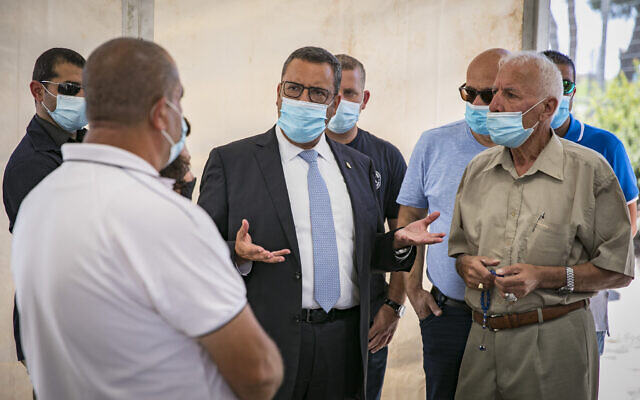 Jerusalem Mayor Moshe Lion seen at the opening of a drive-through site to collect samples for coronavirus testing, at the entrance to the East Jerusalem village of Jabel Mukaber August 18, 2020 (Olivier Fitoussi/Flash90)